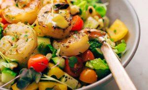Ensalada de vegetales con camarones