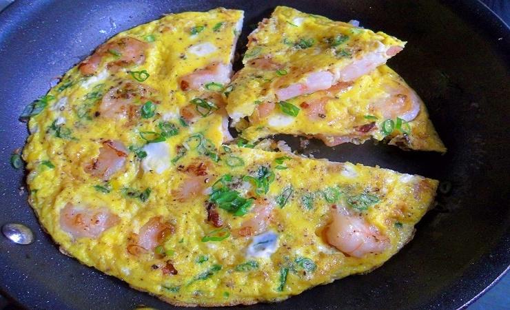 como hacer tortilla de camarones con huevo